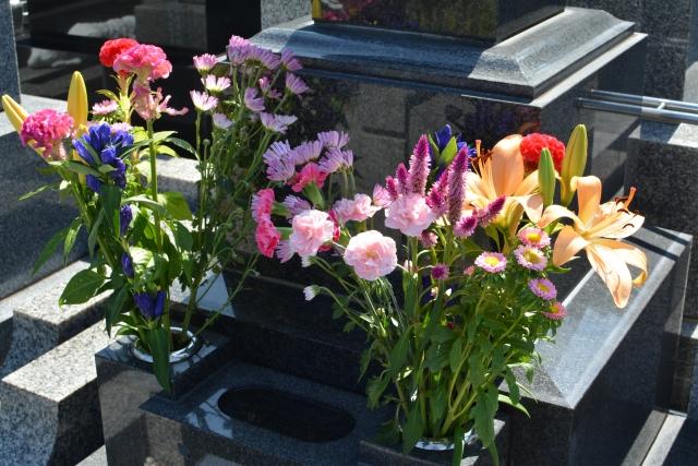 お墓参り 花 いっぱい
