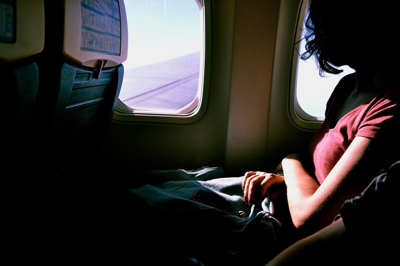 海外旅行 飛行機 すっぴん