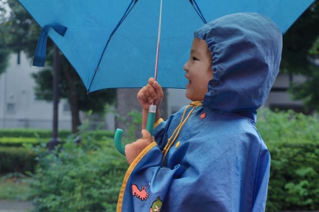 小学生 遠足 雨具